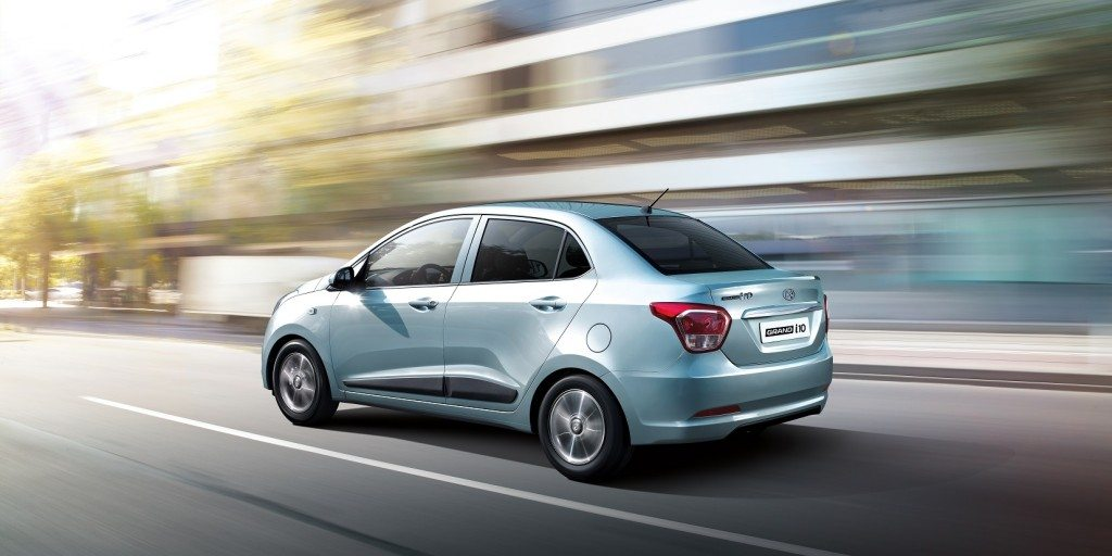 i10 Silver_Rear panning