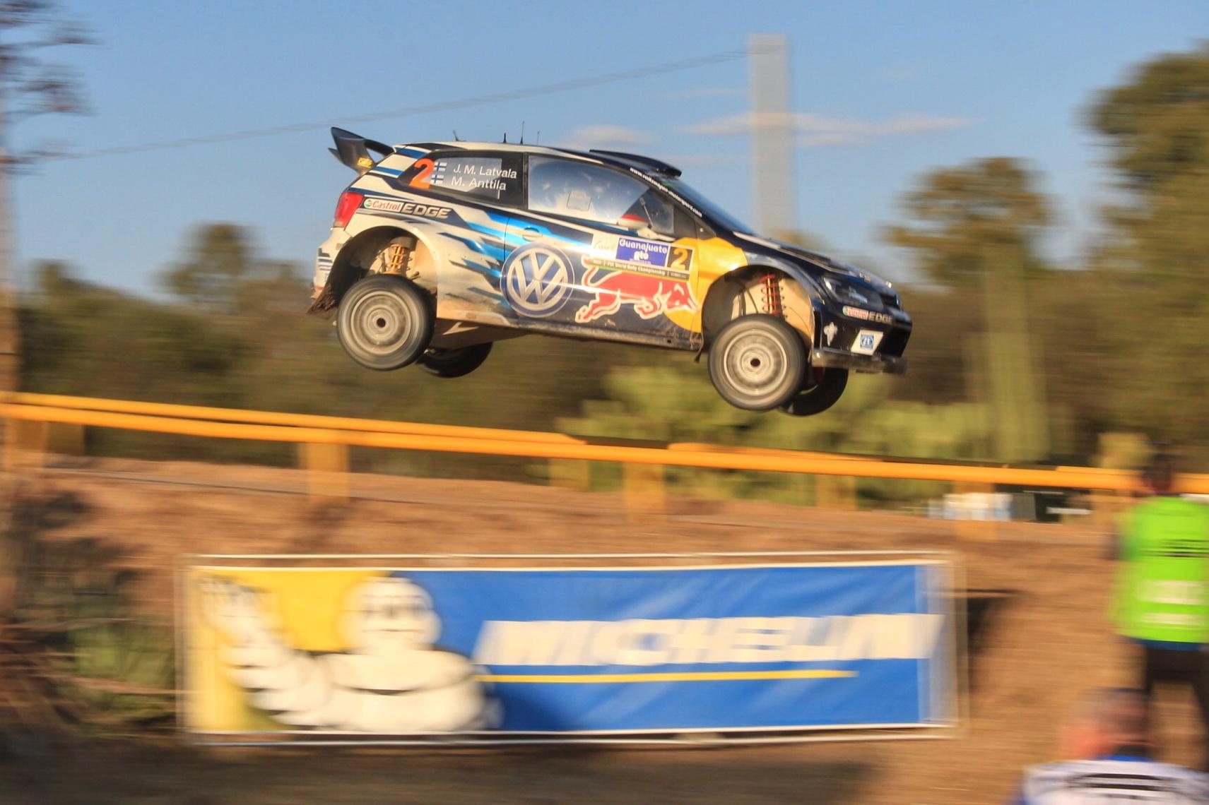 Jari-Matti Latvala  y Volkswagen ganan el Rally México 2016