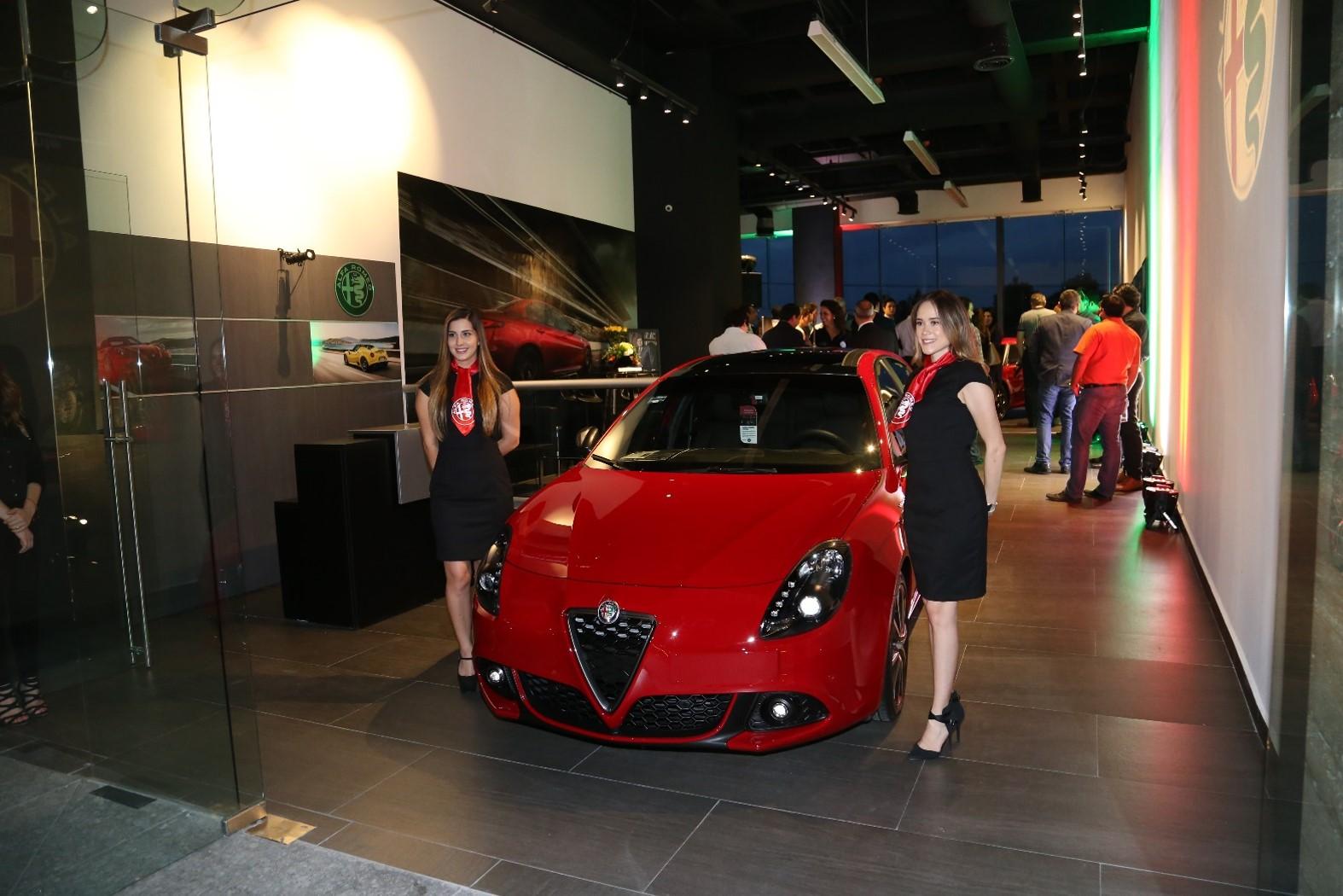 alfa romeo chroma la primera boutique de autos en m xico autos y moda m xico. Black Bedroom Furniture Sets. Home Design Ideas